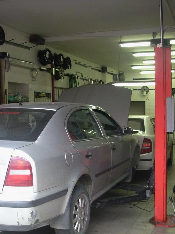 Autoservis André - foto vybavení interiéru dílny.